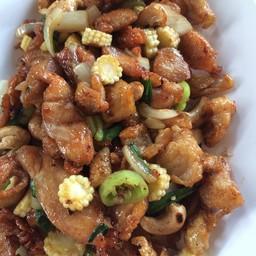 ไก่ผัดเม็ดมะม่วง Stir Fried Chicken With Cashew Nuts