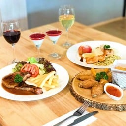Chef Plus Cafe'&Bistro