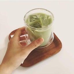 ชาเขียวไม่หวาน (ไม่หวานจริงๆ) แยกน้ำเชื่อมมาให้ รสชาติธรรมดา ไม่ค่อยมีกลิ่นชา