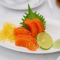 Fuji Japanese Restaurant โรบินสัน แม่สอด