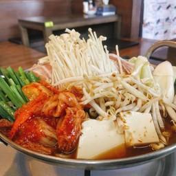 หม้อไฟซุปกิมจิ รสชาติจัดจ้านแต่กลมกล่อม ขนาดพอดีสำหรับสองคนทาน