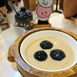 อันนี้เป็นแบบชาโคลไส้เผือกเกาลัค ใส่ในชานมฮ่องกง เลือกได้ว่าร้อน/เย็น