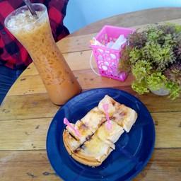 R. Cafe' & Milk