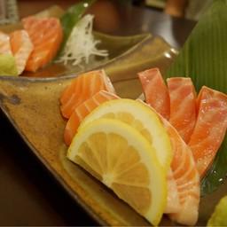 ปลาแซลมอนซาชิมิ