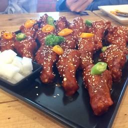 ไก่เกาหลี ซอสน้ำผึ้งกระเทียม กะ ซอสเกาหลี