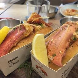Lobster roll .