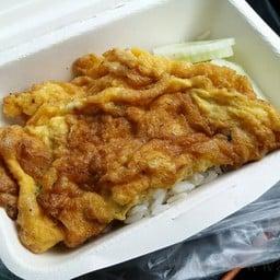 ข้าวไข่เจียวทรงเครื่อง ฮักไข่