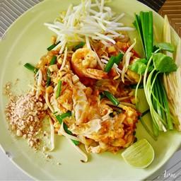 ผัดไทยกุ้งสด (70฿)