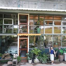 หน้าร้าน The Attic Diary Cafe