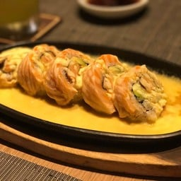 Spicy Salmon Cheese Roll
