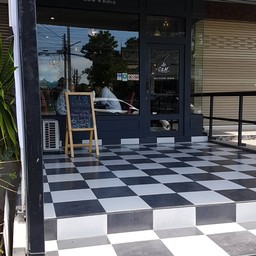 หน้าร้าน C&M Cafe and Bistro