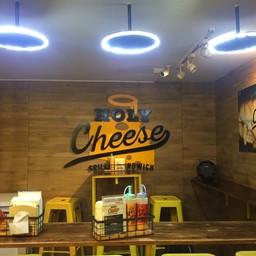 บรรยากาศ Holy Cheese ตลาดรถไฟรัชดา