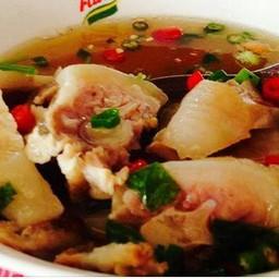 เกาเหลาหางหมู เราเรียกวาหางหมูซุปเปอร์ รสชาติได้ที่ครบเผ็ดเปรี้ยวเค็ม ไม่หวานน้ำ