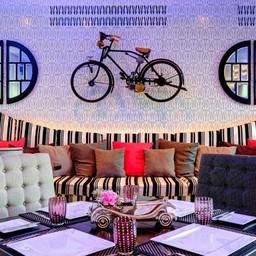 Cadillac Cafe & Bar Wave hotel pattaya