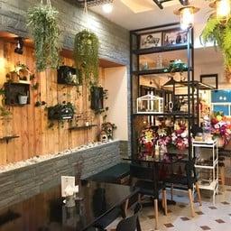 Daya's Cafe ถนน ยมราช
