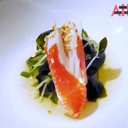 เนื้อปูซูไวกับสลัดสาหร่ายวากาเมะ ในซอสน้ำส้มสายชู