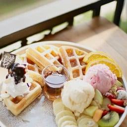Fruit mix waffle