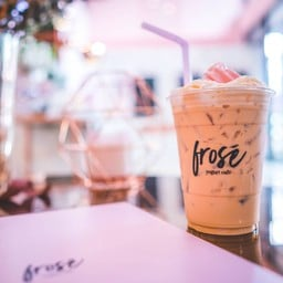 Frosé Yogurt Café