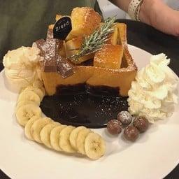 ลาวาโทสช็อคโกแลต เสิร์ฟพร้อมกับ กล้วย ท็อปปิ้งช็อคโกแลต ทานคู่กับไอศครีม