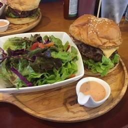 Burger Traditional 220฿