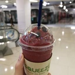 blueberry strawberry และ โยเกริต อันนี้ก็อร่อย