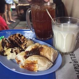 ขนมปังปิ้ง + ชาดำเย็น + นมสดร้อน
