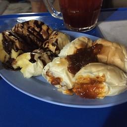 ขนมปังก้อนเนยช็อกโกแลต + ขนมปังก้อนน้ำพริกเผา