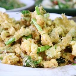 ยำผักบุ้งกรอบ