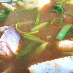 น้ำต้มยำนมกล่องแบบพื้นบ้าน เนื้อปลาละลายในปาก หนังปลาหนุบหนับ