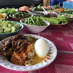 ขนมจีนน้ำพริก น้ำยา ราดเครื่องไตปลา