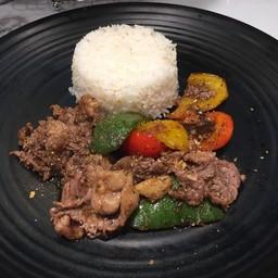 ข้าวเนื้อสไลด์พริกไทยดำ