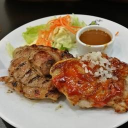สเต็กหมูคุโรบูตะกับไก่สไปซี่