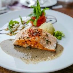 Atlantic Salmon with mashed potato and mushroom sauce (690THB)