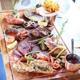 Grilled & Seafood Platter For 2