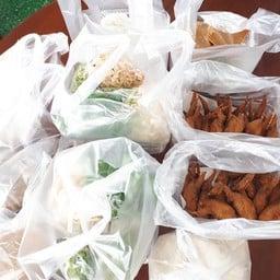 ขนมจีน ปีกไก่ทอด