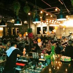 บรรยากาศ The Public Restaurant & Bar เกษตร-นวมินทร์