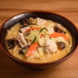 ผักแน่นเว่ออ กินกับหมูสับ ในซุปมิโสะคือดีงาม