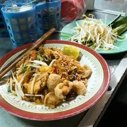 แม่ฉลวย ผัดไทยหอยทอดกระทะร้อน