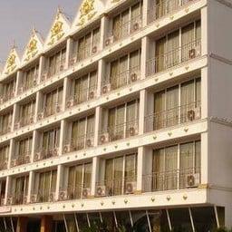 โรงแรมไดมอนด์สวีท