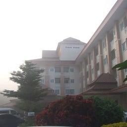 โรงแรมบุษย์น้ำทอง
