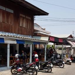 หน้าร้าน ก๋วยจั๊บโบราณ (แม่อ้อย) เส้นทำเอง