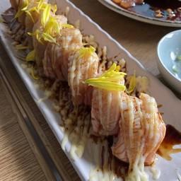 Salmon Engawa Roll