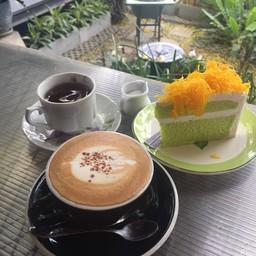 สุขสราญ Cafe X Bread