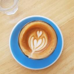 แวะ 1 แก้วก่อนเลยไปเมืองกาญจน์ต่อ ชอบรสเข้ม แนะนำแก้วนี้คะ Piccolo Latte