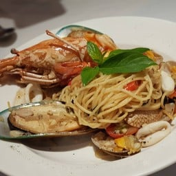 Seafood Spaghetti Spicy White Wine Sauce