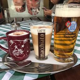 เครื่องดื่มต่างๆ ทั้งกาแฟ และเบียร์