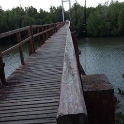 สะพานแขวนวัดใจ