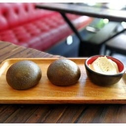 charcoal bread (complimentary menu)##1