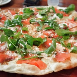Salmon pizza L