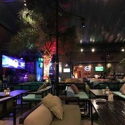 บรรยากาศ Share Bistro & Bar